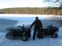 квадроциклы у озера